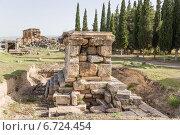 Купить «Памуккале, Турция. Археологические раскопки в некрополе Иераполиса, II в. до н.э.  - XV в. н. э», фото № 6724454, снято 27 июня 2014 г. (c) Rokhin Valery / Фотобанк Лори