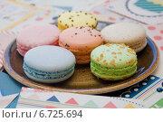 Разноцветные французские пирожные  Les Macarons. Стоковое фото, фотограф Юлия Костюшина / Фотобанк Лори