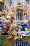 Новогодние елочные игрушки на прилавке магазина в ГУМе, эксклюзивное фото № 6727086, снято 28 ноября 2014 г. (c) lana1501 / Фотобанк Лори