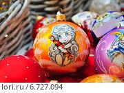 Купить «Нарядная елочная игрушка с овечкой», эксклюзивное фото № 6727094, снято 28 ноября 2014 г. (c) lana1501 / Фотобанк Лори