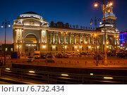 Москва, площадь киевского вокзала вечером (2014 год). Редакционное фото, фотограф Александр Маркин / Фотобанк Лори