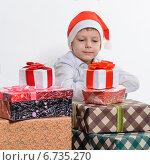 Мальчик с рождественскими подарками. Стоковое фото, фотограф Сергей Богданов / Фотобанк Лори