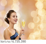 Купить «smiling woman holding glass of sparkling wine», фото № 6735390, снято 1 июня 2014 г. (c) Syda Productions / Фотобанк Лори