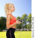 Купить «smiling sporty woman with skipping rope», фото № 6735750, снято 8 мая 2014 г. (c) Syda Productions / Фотобанк Лори