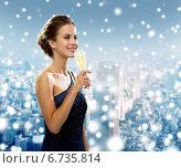 Купить «smiling woman holding glass of sparkling wine», фото № 6735814, снято 1 июня 2014 г. (c) Syda Productions / Фотобанк Лори