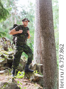 Купить «young soldier with backpack in forest», фото № 6737862, снято 14 августа 2014 г. (c) Syda Productions / Фотобанк Лори