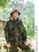 Купить «young soldier or ranger in forest», фото № 6737870, снято 14 августа 2014 г. (c) Syda Productions / Фотобанк Лори