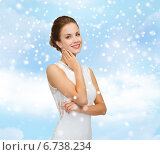 Купить «smiling woman in white dress wearing diamond ring», фото № 6738234, снято 1 июня 2014 г. (c) Syda Productions / Фотобанк Лори