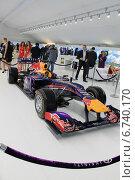 Гоночный болид на Международном инвестиционном форуме 2013 (2011 год). Редакционное фото, фотограф Алина Салащенко / Фотобанк Лори