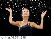 Купить «smiling woman raising hands and looking up», фото № 6741398, снято 1 июня 2014 г. (c) Syda Productions / Фотобанк Лори