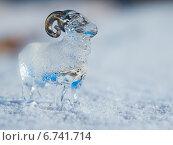 Glass lamb in the snow. Стеклянный барашек на снегу. Стоковое фото, фотограф Иван Рочев / Фотобанк Лори
