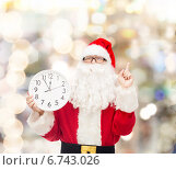 Купить «man in costume of santa claus with clock», фото № 6743026, снято 10 сентября 2014 г. (c) Syda Productions / Фотобанк Лори