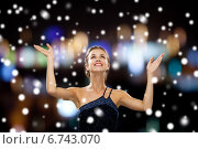 Купить «smiling woman raising hands and looking up», фото № 6743070, снято 1 июня 2014 г. (c) Syda Productions / Фотобанк Лори