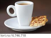 Купить «Кофе эспрессо и зерновое печенье», фото № 6746718, снято 1 июня 2013 г. (c) Елена Корнеева / Фотобанк Лори
