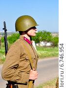Купить «Мужчина в форме солдата времен Великой Отечественной войны», фото № 6746954, снято 12 июля 2020 г. (c) Миняйло Александр Николаевич / Фотобанк Лори