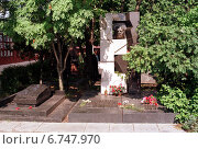 Купить «Moscow, tomb of Nikita Khrushchev», фото № 6747970, снято 16 августа 1998 г. (c) Caro Photoagency / Фотобанк Лори