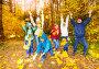 Счастливые дети играют с осенними листьями в парке, фото № 6751138, снято 12 октября 2014 г. (c) Сергей Новиков / Фотобанк Лори