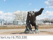 Купить «Ярославль. Скульптура медведя в парке 1000-летия», фото № 6753330, снято 1 мая 2013 г. (c) Бурмистрова Ирина / Фотобанк Лори