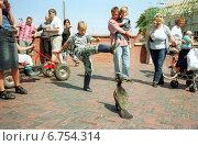 Купить «Greetsiel, boy tries to scare a heron», фото № 6754314, снято 2 августа 2002 г. (c) Caro Photoagency / Фотобанк Лори