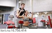 Купить «young couple with dumbbells flexing muscles in gym», видеоролик № 6756414, снято 1 декабря 2014 г. (c) Syda Productions / Фотобанк Лори