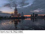 """Вид на гостиницу """"Украина"""" морозным вечером (2014 год). Редакционное фото, фотограф Алексей Мельников / Фотобанк Лори"""