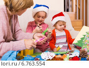 Купить «woman helping two girls to make decoration for Xmas», фото № 6763554, снято 17 июля 2019 г. (c) Яков Филимонов / Фотобанк Лори