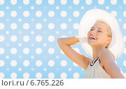 Купить «beautiful smiling woman in white summer hat», фото № 6765226, снято 19 июня 2013 г. (c) Syda Productions / Фотобанк Лори
