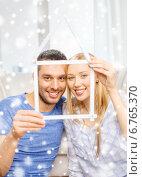 Купить «smiling couple holding house model at home», фото № 6765370, снято 9 февраля 2014 г. (c) Syda Productions / Фотобанк Лори
