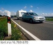 Купить «Camping trailer on the road in the summer», фото № 6769670, снято 13 июня 2004 г. (c) Caro Photoagency / Фотобанк Лори