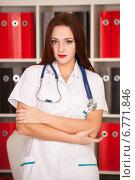 Купить «Молодой доктор с фонендоскопом», фото № 6771846, снято 8 ноября 2014 г. (c) Литвяк Игорь / Фотобанк Лори