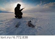 Рыбак на зимней рыбалке (2011 год). Редакционное фото, фотограф Дмитрий УТКИН / Фотобанк Лори