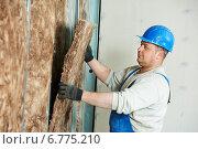 Купить «Construction worker at insulation work», фото № 6775210, снято 27 ноября 2014 г. (c) Дмитрий Калиновский / Фотобанк Лори