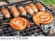 Купить «Жареные колбаски на гриле», фото № 6775554, снято 14 августа 2018 г. (c) FotograFF / Фотобанк Лори