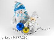 Игрушка Снеговик и рождественские украшения. Стоковое фото, фотограф Maselko Vitaliy / Фотобанк Лори