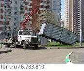 Купить «Демонтаж старого гаража в Новокосине в Москве», эксклюзивное фото № 6783810, снято 26 апреля 2012 г. (c) lana1501 / Фотобанк Лори