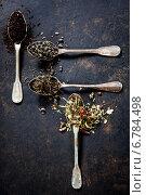 Купить «Различные сорта чая и старые ложки на темном фоне», фото № 6784498, снято 4 сентября 2014 г. (c) Наталия Кленова / Фотобанк Лори