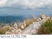 Медитация на вершине горы. Стоковое фото, фотограф Евгений Макеев / Фотобанк Лори