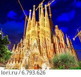 Купить «Саграда Фамилия ночью, Барселона, Испания», фото № 6793626, снято 2 сентября 2014 г. (c) Vitas / Фотобанк Лори