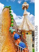 Купить «Украшения на крыше дома Гауди Casa Batlo, Барселона», фото № 6793850, снято 4 сентября 2014 г. (c) Vitas / Фотобанк Лори