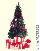 Купить «christmas tree and presents», фото № 6795362, снято 10 сентября 2014 г. (c) Syda Productions / Фотобанк Лори