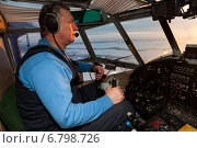 Купить «Пилот в кабине самолета Ан-2», фото № 6798726, снято 11 декабря 2014 г. (c) Владимир Мельников / Фотобанк Лори