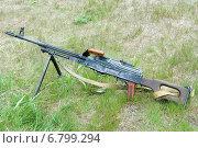 7,62-мм ручной пулемет Калашникова ПК на траве (2007 год). Редакционное фото, фотограф Сергей Попсуевич / Фотобанк Лори