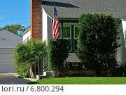 Парадный вход в дом на Беверли-Хиллз (Beverly Hills), Лос-Анджелес, Калифорния, Соединенные штаты Америки (2014 год). Стоковое фото, фотограф Андрей Кочкин / Фотобанк Лори