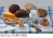 Черный хлеб, сыр, яйца и молоко. Стоковое фото, фотограф Анна Губина / Фотобанк Лори