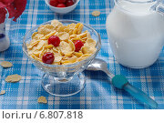 Кукурузные хлопья с вишней и молоком. Стоковое фото, фотограф Анна Губина / Фотобанк Лори