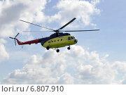 Купить «Маленький желтый вертолет в небе», фото № 6807910, снято 29 мая 2020 г. (c) Землянникова Вероника / Фотобанк Лори