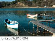 Купить «Рыбацкие лодки у деревянного пирса», фото № 6810094, снято 13 декабря 2014 г. (c) Кононенко Александр / Фотобанк Лори