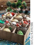 Купить «Новогодние игрушки в картонной коробке на столе», фото № 6810566, снято 4 апреля 2020 г. (c) Николай Лунев / Фотобанк Лори