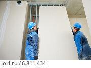 Купить «Construction workers team», фото № 6811434, снято 27 ноября 2014 г. (c) Дмитрий Калиновский / Фотобанк Лори
