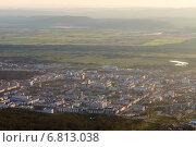 Вид на Южно-Сахалинск с высоты 600 метров на закате (2014 год). Стоковое фото, фотограф Евгений Городецкий / Фотобанк Лори